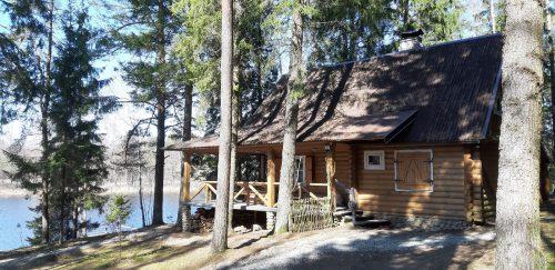Sodyba- namelis su pirtimi prie Alksno ežero
